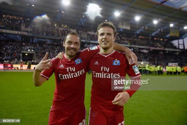 FUSSBALL 1 BUNDESLIGA SAISON Karlsruher SC Hamburger SV Marcelo Diaz und Nicolai Mueller jubeln nach dem Abpfiff