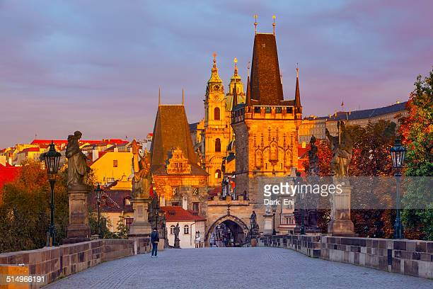 karluv most (charles bridge) early in the morning - hradcany castle stock pictures, royalty-free photos & images