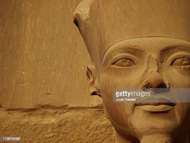 karnak statue detail, egypt. - karnak fotografías e imágenes de stock