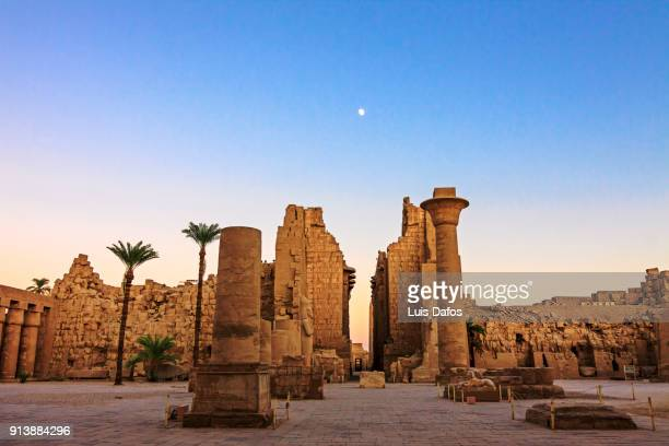 karnak temple at sunset - egypt stock pictures, royalty-free photos & images