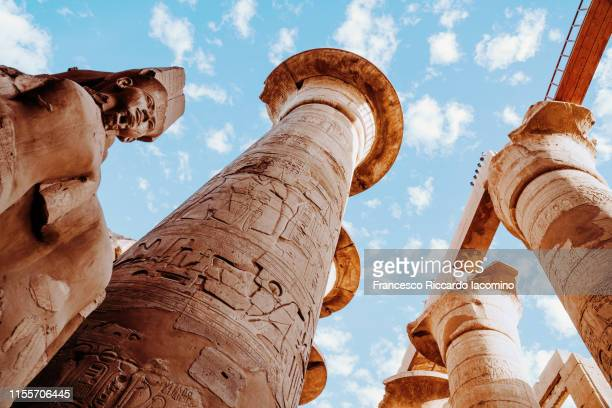 karnak temple, column ruins of ancient egypt - luxor thebes stock pictures, royalty-free photos & images