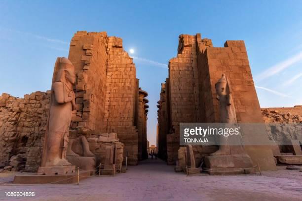 karnak temple, luxor, egypt - karnak fotografías e imágenes de stock
