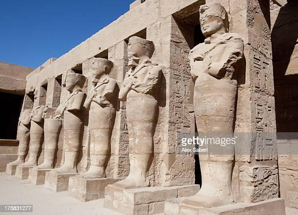 karnak temple sculpture and hieroglyphics. - alex saberi bildbanksfoton och bilder