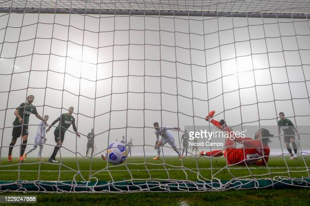 Karol Linetty of Torino FC scores a goal during the Serie A football match between US Sassuolo and Torino FC The match ended 33 tie