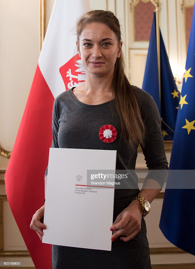 UFC's Joanna Jedrzejczyk & Karolina Kowalkiewicz Visit the Polish Consulate in New York