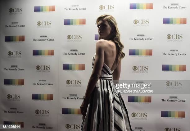 Karolina Kurkova arrives for the 40th Annual Kennedy Center Honors in Washington DC on December 3 2017 / AFP PHOTO / Brendan SMIALOWSKI