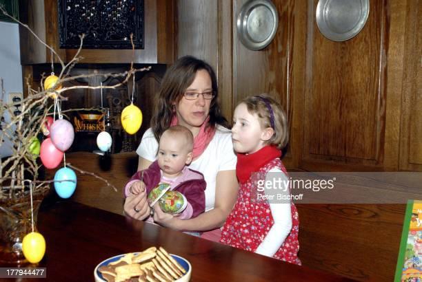 Karoline Simang und Töchter Eleonora Lucia Cecelia und Baby OpheliaJulia Paola Homestory Villa Dresden Sachsen Deutschland Europa Ostern Ostereier...