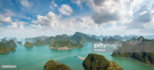 karst island landscape in halong bay, vietnam - vietnam stock pictures, royalty-free photos & images