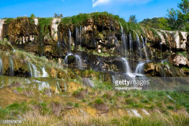 karst landscape - overflow in a tuff site in the province of cuenca - cuenca provincia de cuenca fotografías e imágenes de stock