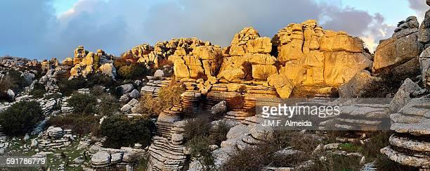 karst landscape - paraje natural torcal de antequera fotografías e imágenes de stock