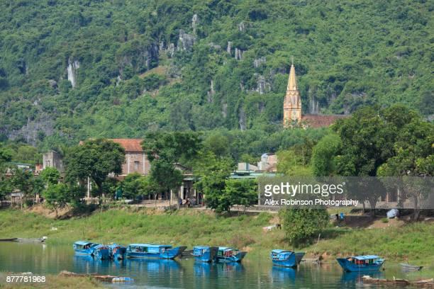 karst mountains in Phong Nha-Ke bang national park