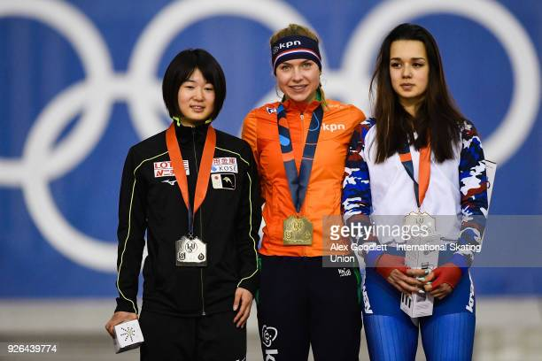 Karuna Koyama of Japan Joy Beune of the Netherlands and Karina Akhmetova of Russia stand on the podium after the women's 3000 meter final during the...