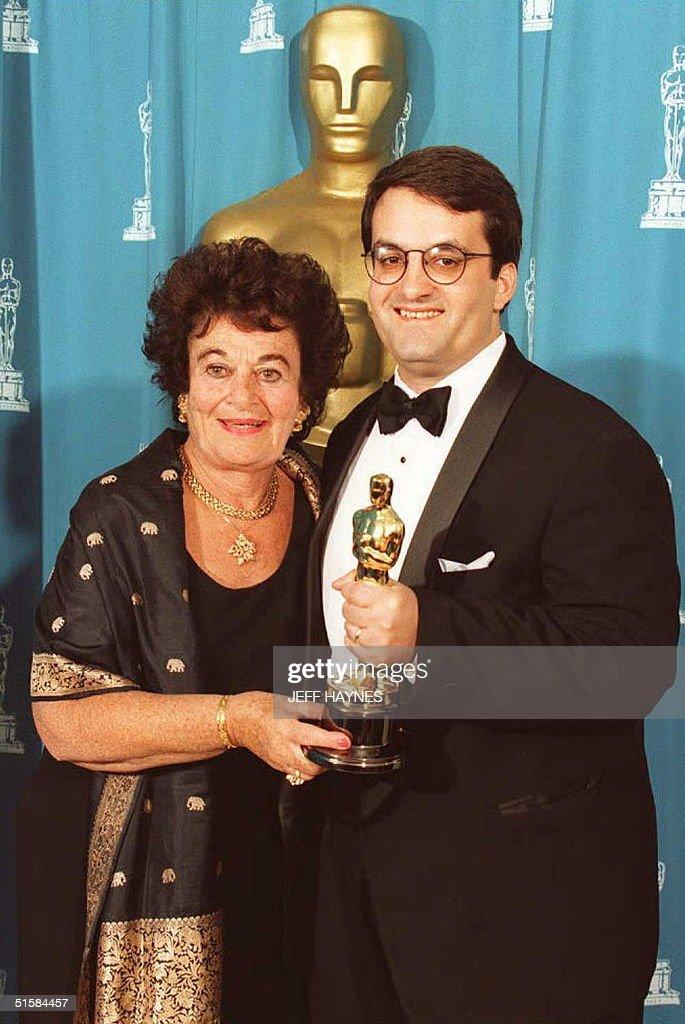 Kary Antholis (R) holds the Oscar he won for Achie : News Photo