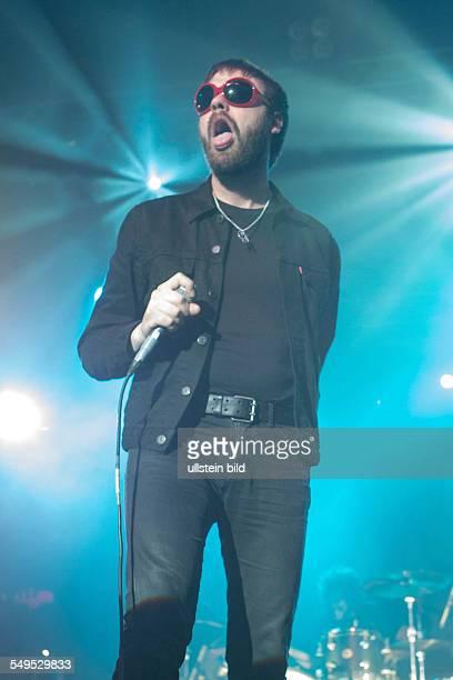 Kasabian die britische Rockband mit Saenger Tom Meighan bei einem Konzert im Docks/DClub in Hamburg