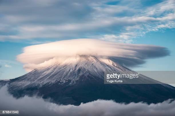 Kasagumo (lenticular clouds) on Top of Fuji