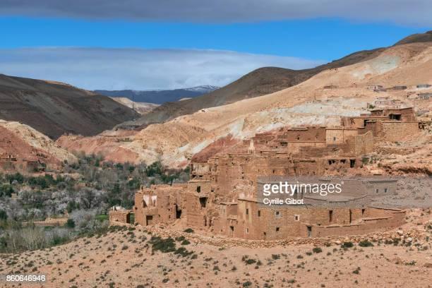kasbah ruin between ait benhaddou to telouet - telouet kasbah photos et images de collection