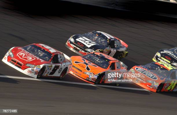 Kasey Kahne leads a pack of cars during the NASCAR NEXTEL Cup series CocaCola 600 May 28 2006 at Lowe's Motor Speedway in Charlotte North Carolina