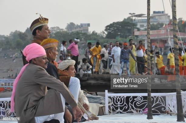Kashi Naresh of Ramnagar watching Nag Nathaiya festival celebrations at Tulsi Ghat on October 23 2017 in Varanasi India Nag Nathaiya festival was...