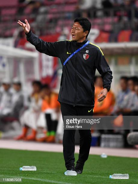 Kashima Antlers head coach Go Oiwa gestures during the AFC Champions League Group E match between Kashima Antlers and Shandong Luneng at Kashima...