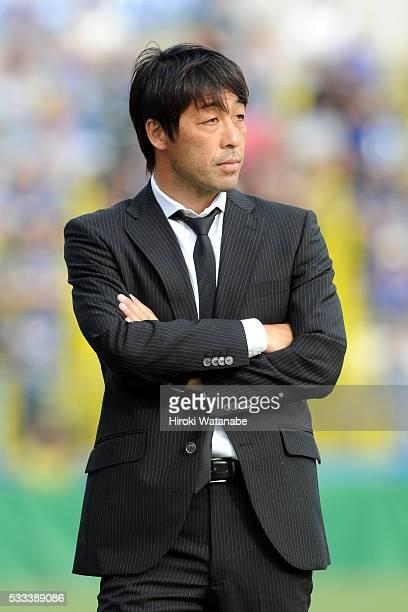 Kashiwa Reysol head coach Takahiro Shimotaira looks on during the JLeague match between Kashiwa Reysol and Avispa Fukuoka at the Hitachi Kashiwa...