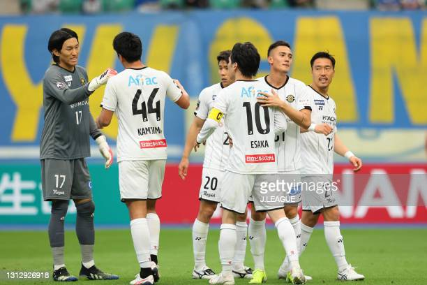 Kashiwa Reysol players celebrates their victory after the J.League Meiji Yasuda J1 match between Oita Trinita and Kashiwa Reysol at Showa Denko Dome...