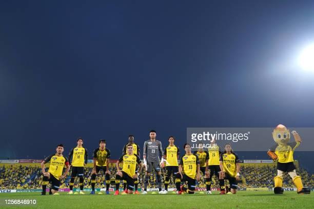 Kashiwa Reysol players line up for the team photos prior to the J.League Meiji Yasuda J1 match between Kashiwa Reysol and Shonan Bellmare at Sankyo...