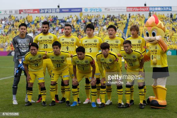 Kashiwa Reysol players line up for the team photos prior to the JLeague J1 match between Kashiwa Reysol and Jubilo Iwata at Hitachi Kashiwa Soccer...