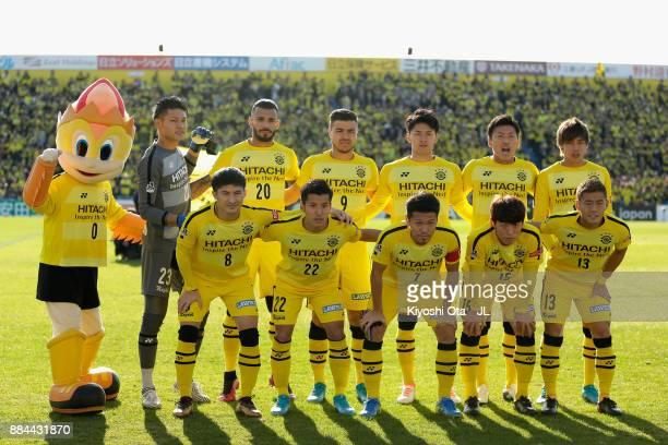Kashiwa Reysol players line up for the team photos prior to the JLeague J1 match between Kashiwa Reysol and Sanfrecce Hiroshima at Hitachi Kashiwa...