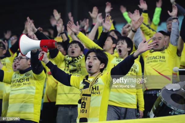 Kashiwa Reysol supporters cheer prior to the AFC Champions League Group E match between Jeonbuk Hyundai Motors and Kashiwa Reysol at the Jeonju World...