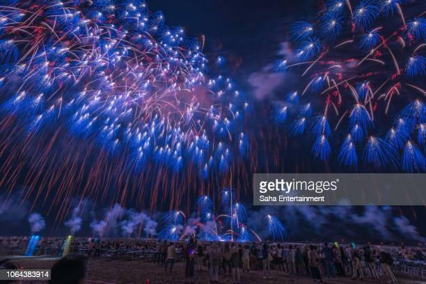 kashiwazaki fireworks - saha entertainment stock pictures, royalty-free photos & images