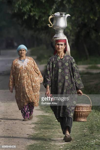 kashmir, daily life - burhaan kinu stock pictures, royalty-free photos & images