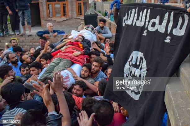 HMT SRINAGAR JAMMU KASHMIR INDIA Kashmir men carry the body of Dawood Salafi during the funeral Funeral of Dawood Salafi a local rebel commander who...
