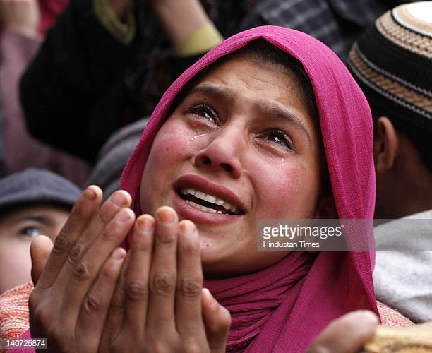 Kashmiri devotee cries as their head priest displays a relic of Sufi Saint Syed Abdul Qadir Jilani during the anniversary of the saint's birth on...