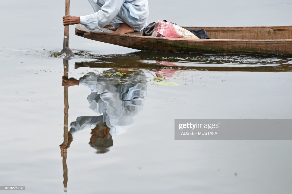 TOPSHOT-INDIA-KASHMIR-FISHING : News Photo