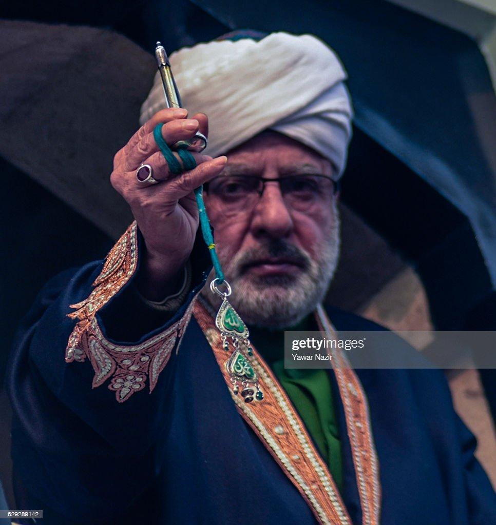 Prophet Mohammed Birth Marked In Kashmir : Nachrichtenfoto