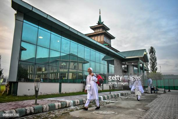 Kashmiri Muslim pilgrims leave for the annual hajj pilgrimage to the holy city of Mecca in Srinagar Indian administered Kashmir The first batch of...