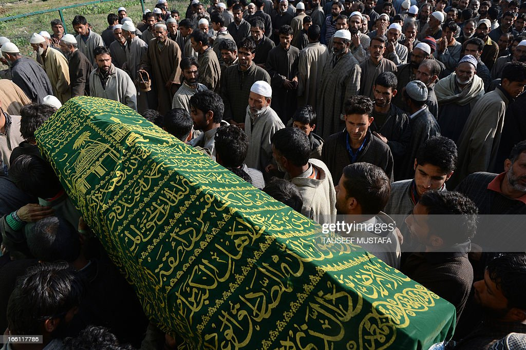 Kashmiri muslim villagers carry the coffin of ruling National Conference sarpanch, Ghulam Mohammed Lone (45) during his funeral in Kulpora village of south Kashmir's Pulwama district, some 45 kms from Srinagar on April 9,2013. Unidentified gunmen shot dead the ruling National Conference sarpanch outside his residence. Militants have targeted several panchayat - local self-government - members, killing six of them in the Valley since the panchayat elections were held in April 2011. AFP PHOTO/Tauseef MUSTAFA