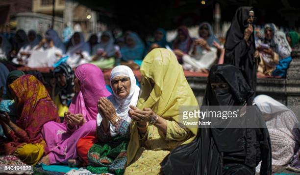 Kashmiri Muslim women pray at the shrine of Khaniqahi mullah during a festival on August 29 2017 in Srinagar Thousands of Muslims gathered to the...