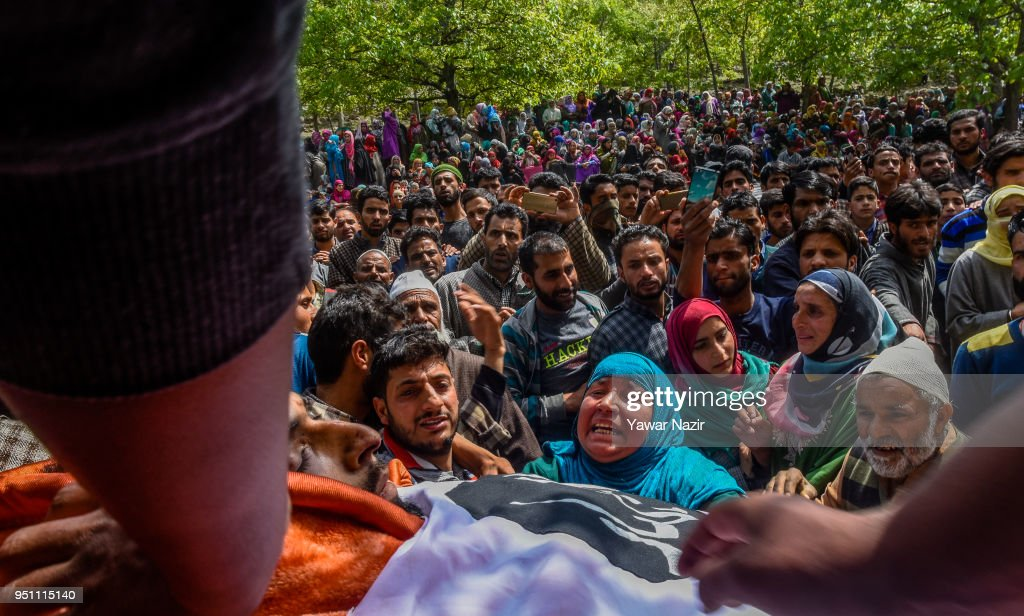 Thousands Attended Funeral Of Rebels In Kashmir