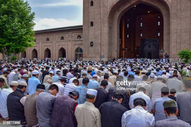 MASJID SRINAGAR JAMMU KASHMIR INDIA Kashmiri Muslims pray outside the Jamia Masjid or grand mosque on the last Friday of the holy month of Ramadan...