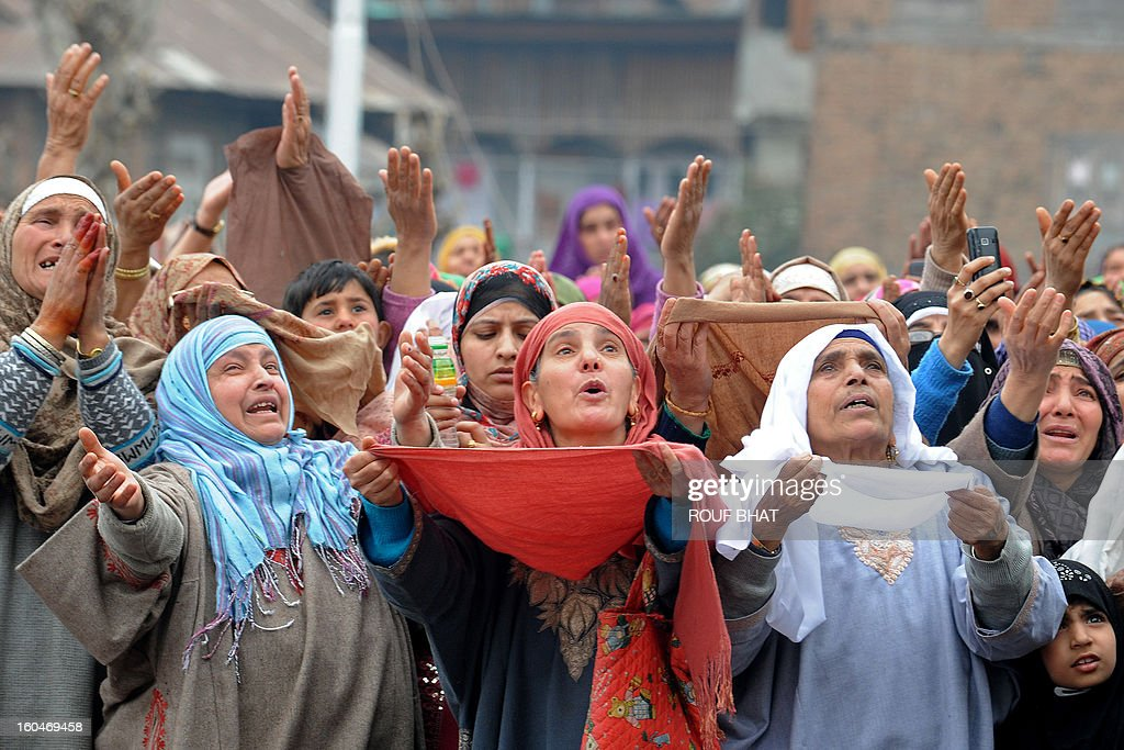 Kashmiri Muslims react as an unseen priest shows a relic believed to be a hair from the beard of Prophet Mohammed at the Hazratbal Shrine in Srinagar on February 1,2013. Thousands of Kashmiri Muslims gathered at the shrine in the summer capital of Jammu and Kashmir to offer prayers and receive blessings. AFP PHOTO/Rouf BHAT
