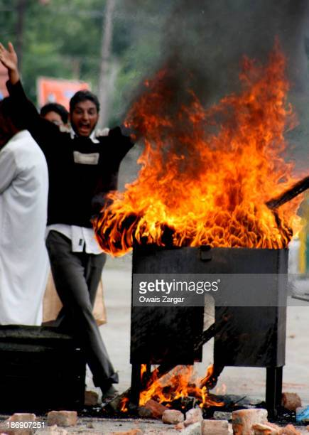CONTENT] A kashmiri protester shouts anti indian slogans during a protest