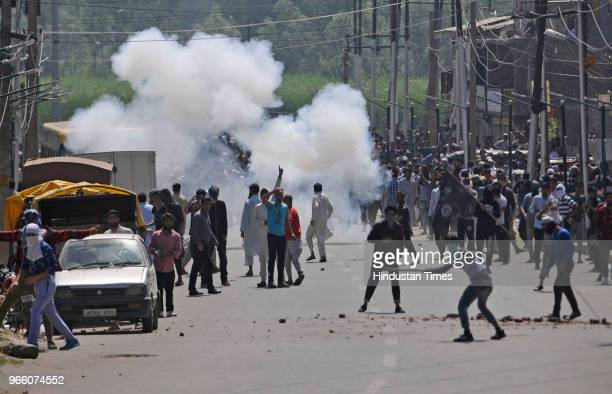 Kashmiri protesters clash with government forces after they stopped the funeral procession of Kaiser Amin Bhat in downtown on June 2 2018 in Srinagar...