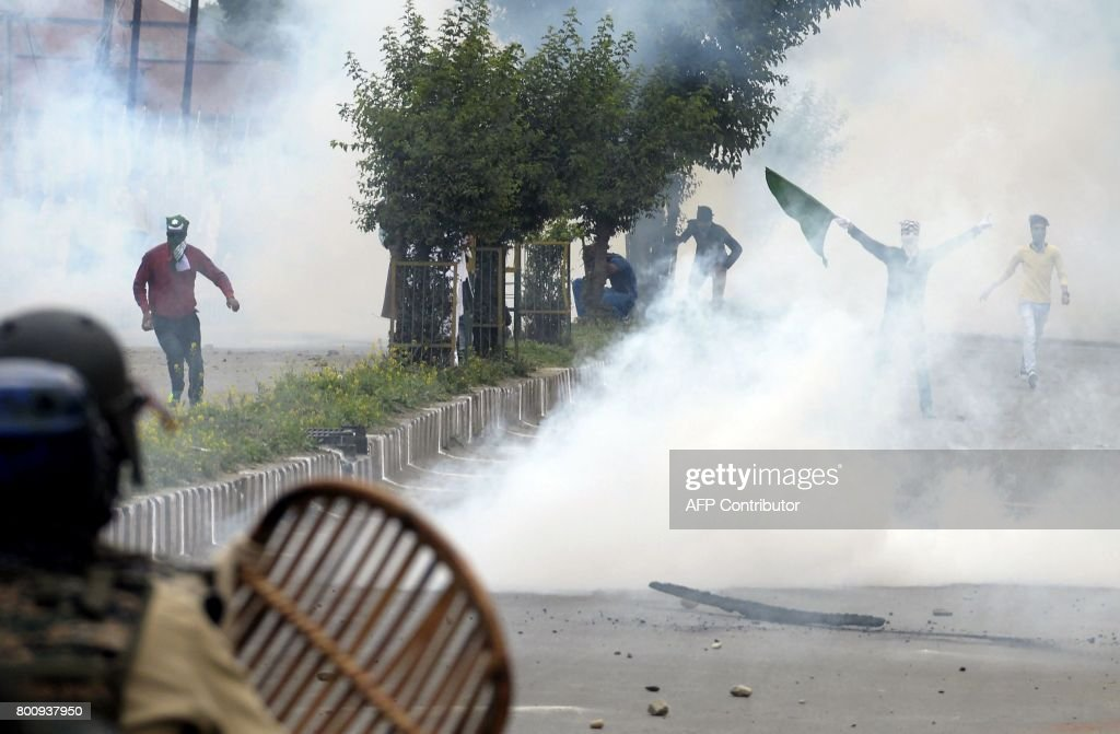 Cool Indian Eid Al-Fitr Feast - kashmiri-protestors-clash-with-indian-government-forces-after-eid-in-picture-id800937950  Gallery_139820 .com/photos/kashmiri-protestors-clash-with-indian-government-forces-after-eid-in-picture-id800937950