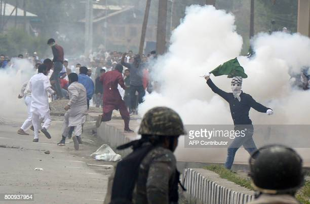 Kashmiri protestors clash with Indian government forces after Eid prayers in downtown Srinagar on June 26 2017 The Islamic fasting month of Ramadan...