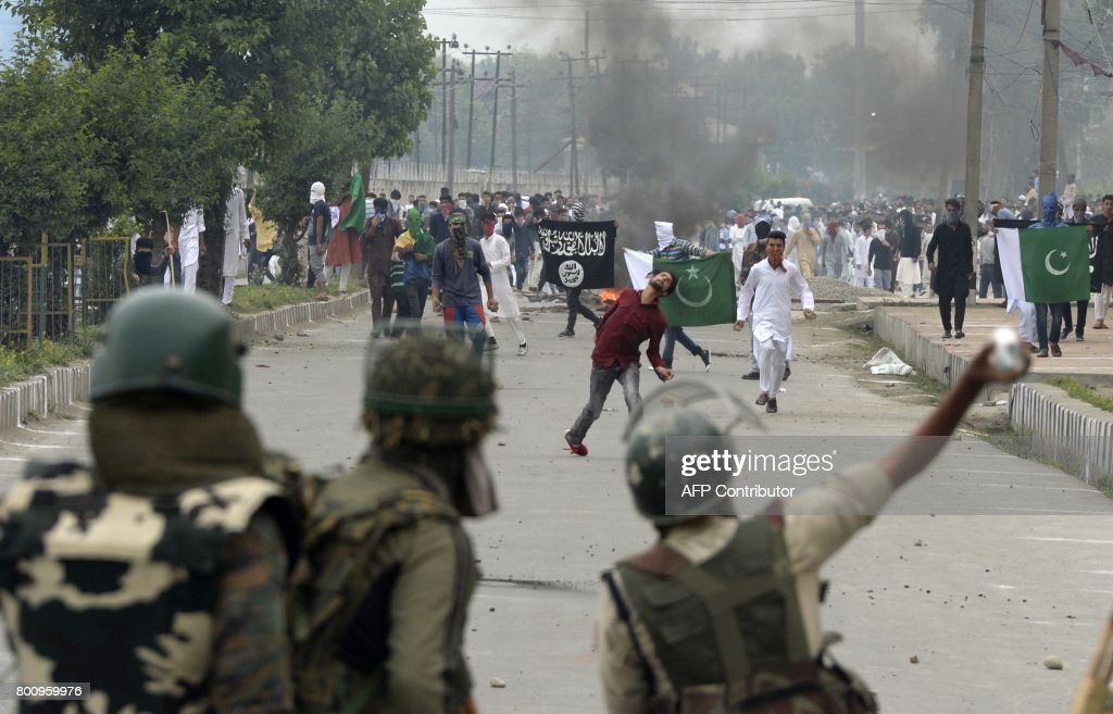 Amazing Indian Eid Al-Fitr Feast - kashmiri-protestors-clash-with-indian-government-forces-after-eid-in-picture-id800959976  Trends_408146 .com/photos/kashmiri-protestors-clash-with-indian-government-forces-after-eid-in-picture-id800959976
