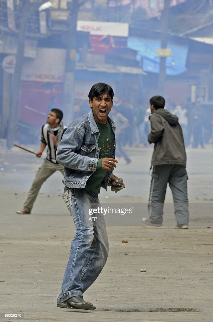 Kashmiri protestors clash with Indian po : Nieuwsfoto's