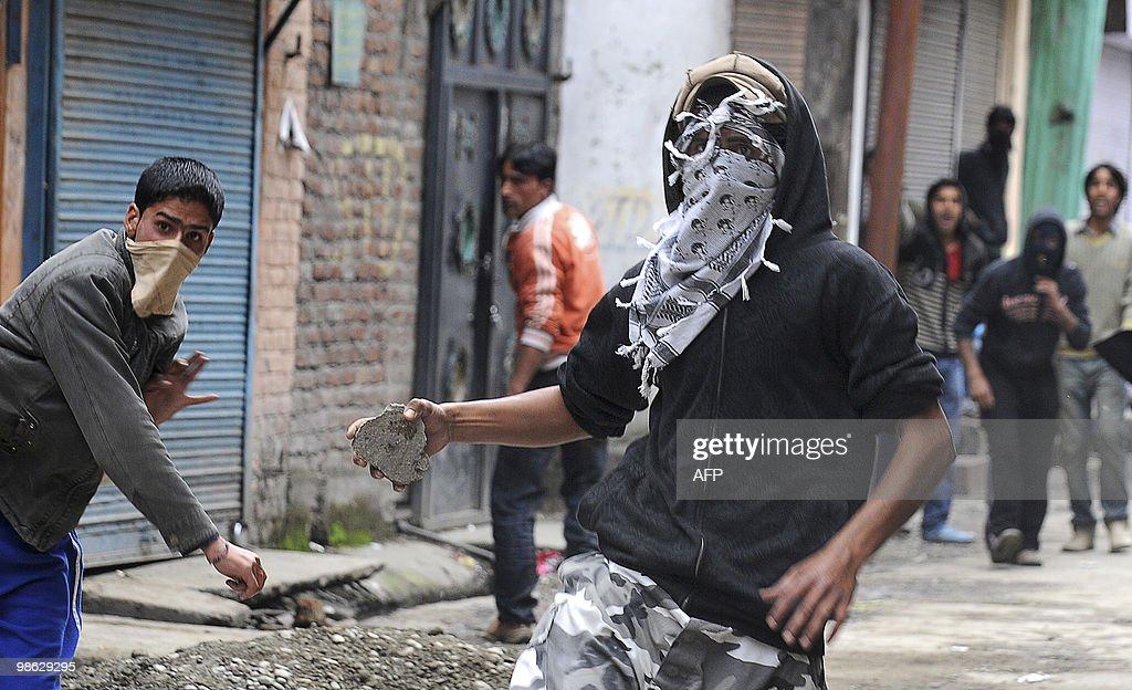 Kashmiri protestors clash with Indian po : Nieuwsfoto's