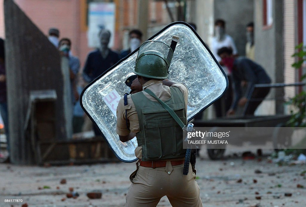 Kashmiri protestors clash with Indian security forces in