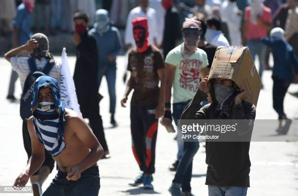 Kashmiri protestors prepare to throw stones towards Indian government forces during clashes after Friday congregational prayers outside The Jamia...